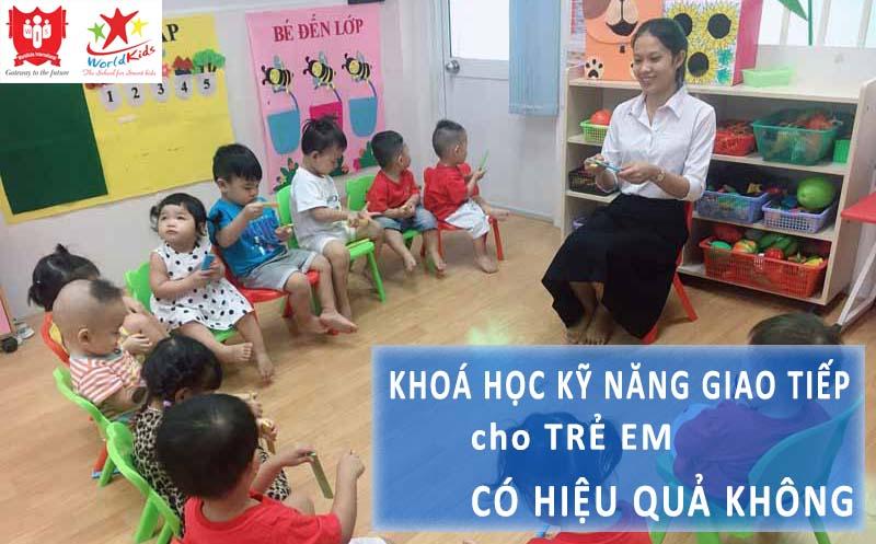 Lớp học kỹ năng giao tiếp cho trẻ em giúp bé chủ động hơn trong cuộc sống.