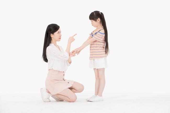 Có rất nhiều nguyên nhân dẫn đến việc bé càng lớn càng không nghe lời
