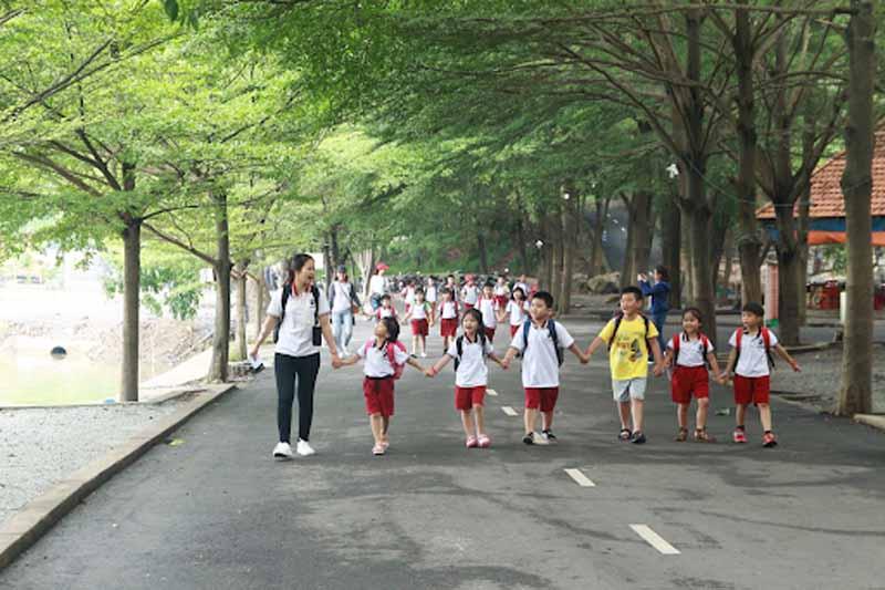 Nên chọn trường mầm non nào cho con, nên cho con học trường mầm non công hay tư có sự đa dạng các lớp học ngoại khoá