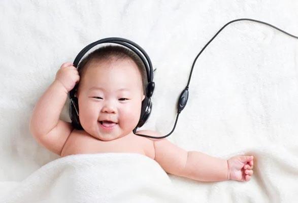 nghe nhạc phù hợp với lứa tuổi 7-12 tháng