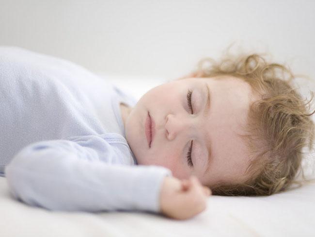 Ngủ đủ giấc tiếp thêm năng lượng cho ngày mới của trẻ