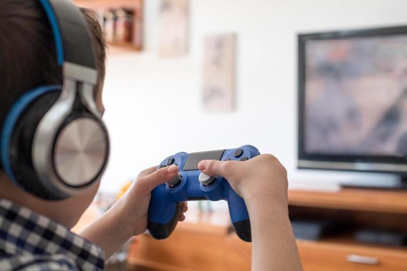Phương pháp giáo dục trẻ thông minh sớm với các trò chơi bổ ích trên máy tính.