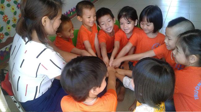 Trò chơi dân gian chi chi chành chành tạo không khí vui tươi cho lớp học