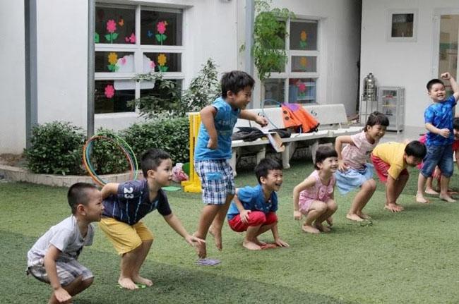 Trò chơi trán cằm tai vui nhộn rèn sự nhanh nhẹn cho trẻ