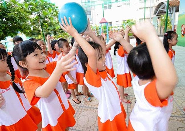 Trò chuyền bóng tăng cường khả năng phản xạ nhanh cho trẻ