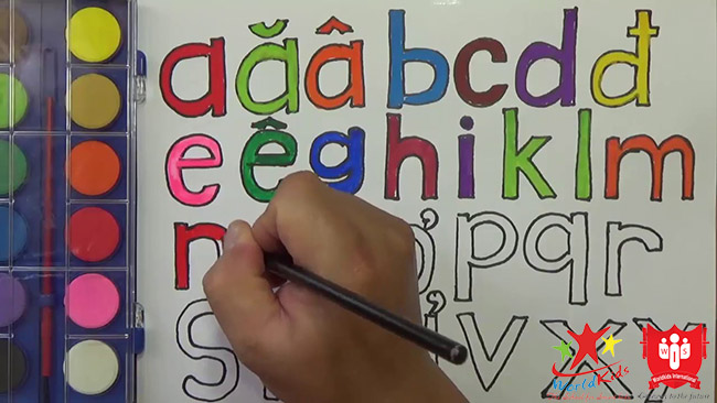 cách dạy trẻ 4 tuổi học chữ bằng vẽ màu