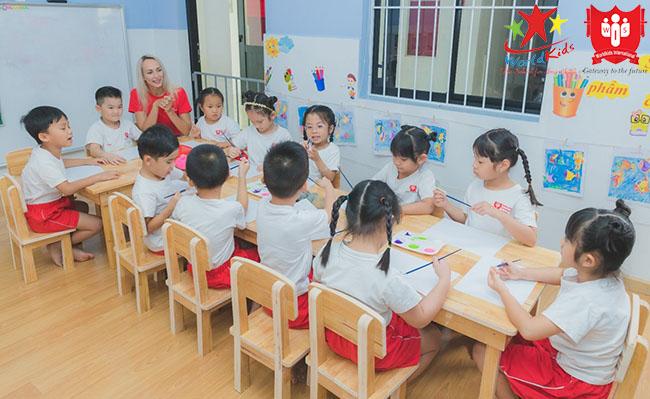 dạy học theo phương pháp montessori cần chú trọng thực hành